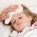 Khi trẻ bị sốt các mẹ thường tìm cách để hạ sốt cho trẻ nhưng các mẹ cũng phải chú ý để hạ sốt cho trẻ đúng cách, không làm tình trạng thêm tồi tệ.