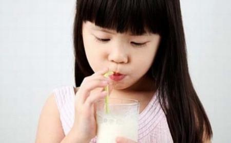 Cho bé uống vào lúc nào là tốt nhất - Chăm sóc bé - Cách nuôi dạy con trẻ - Chăm sóc trẻ em - Dinh dưỡng cho trẻ em