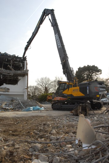 Volvo EC480E High Reach demolition machine