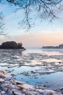 Eisschollen an der Elbe