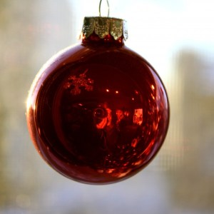 red-christmas-ball-ornament-600x600