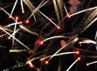 Crossette_firework_effect_at_Disney_World (1)
