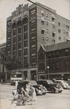 The Cavalier Apartment Hotel in 1940.