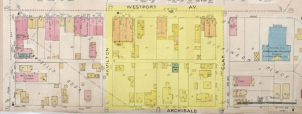 In this 1895-1907 map, the same block contained scattered brick buildings (in pink) as well as frame business and residential structures.
