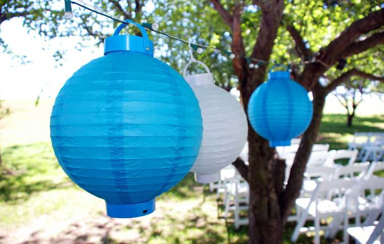 3-W-green-bay-wi-wedding-photographer-lanterns