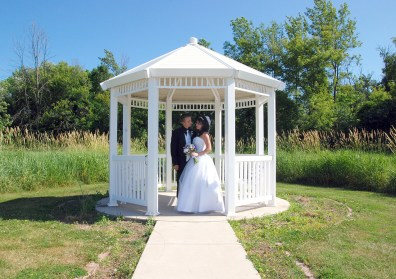 W-de-pere-gazebo-wedding