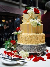 W-green-bay-wedding-cake