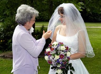 W-mom-bride