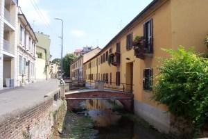 I ponti di Via Magolfa sopra la roggia Branciforte.