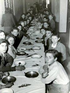 Interno di Sciesopoli - I ragazzi a pranzo- Foto degli anni Trenta