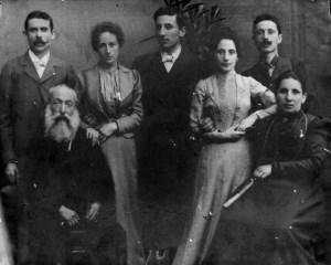 Foto di famiglia: Carlo II Colla, la-moglie Rosa Baratto, Michele, Rosina-e-Giovanni_seduti-Carlo-Colla-e-la-moglie-Teresa-Lucottirid