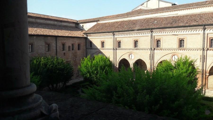 Vista su uno dei chiostri del Polirone (foto di Robert Ribaudo)