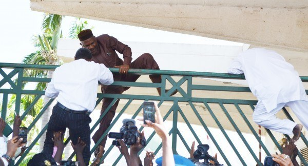 PIC.24.-FRACAS-AT-THE-NATIONAL-ASSEMBLY-IN-ABUJA11-600x324