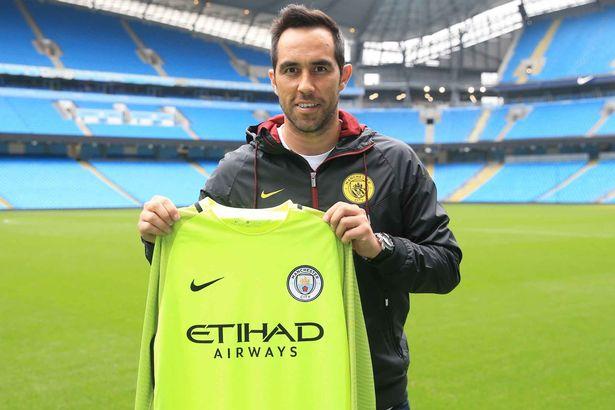 PAY-Manchester-City-Unveil-New-Signing-Claudio-Bravo-Etihad-Stadium