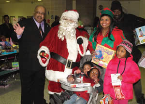 Charles-Butch-Walton-son-Jeannetta-Robinson-Santa-Elizabeth-Coggs-toy-give-away-children-CYD-event