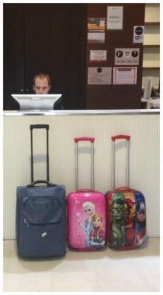 Checking con nuestro equipaje personalizado ¿de quién es cada maleta?