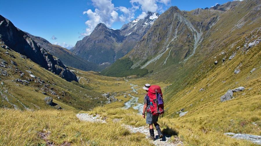 Podem adaptar la pràctica del senderisme a les nostres necessitats i capacitats físiques. / Tomas Sobek