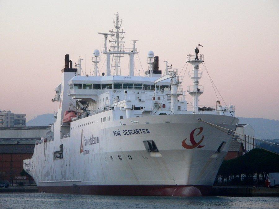 Vaixell utilitzar per a la instal·lació i reparació de cables submarins. / David Monniaux