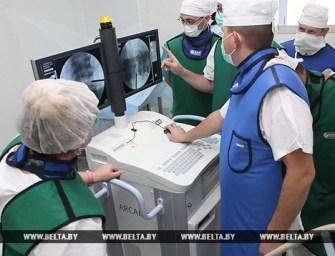 В Гомеле провели первую в Беларуси операцию по восстановлению разрушенного позвонка