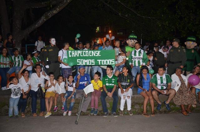 Homenaje a Chapecoense unio a barristas de todos los equipos