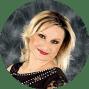 Elena tanzt seit über 10 Jahren. In dieser Zeit hat sie bei vielen internationalen Dozenten verschiedene Tanzstile kennengelernt und dabei zahlreiche Erfahrungen gesammelt. Sie legt viel Wert auf präzise Technik und Musikalität und liebt libanesische Musik.