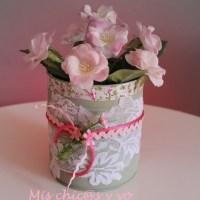 Manualidad paso a paso de lata decorada con encaje y flores