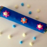 Manualidad de palo de lluvia. Instrumento musical para niños