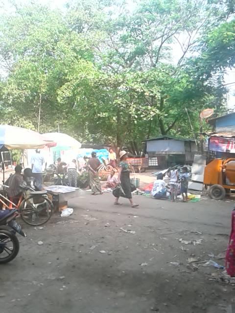 駅前市場入口