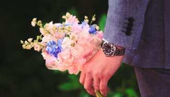 Sig det med blomster: 5 gode grunde til at kvinder ELSKER at få blomster!