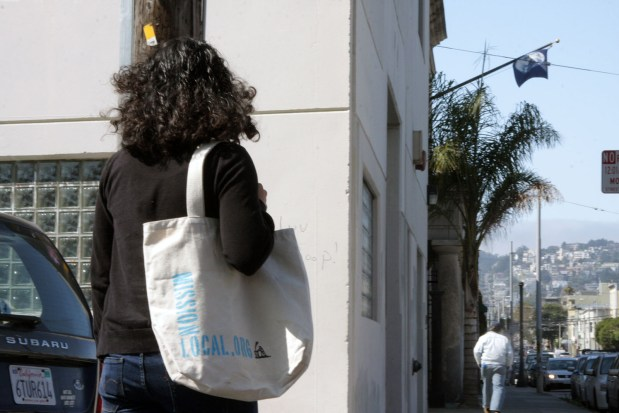 A Mission Local reporter carries a reusable bag. The San Francisco plastic bag ban goes into effect October 1.