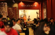 The restaurant was full during lunch time on opening day. Photo by Claudia Escobar.