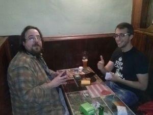 Juan (izquierda) y Edu (a la derecha, claro... no quedan más izquierdas), en la segunda ronda del torneo.