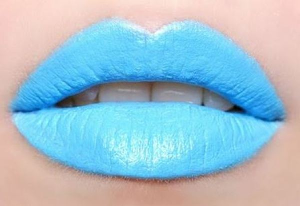 Boca batom azul