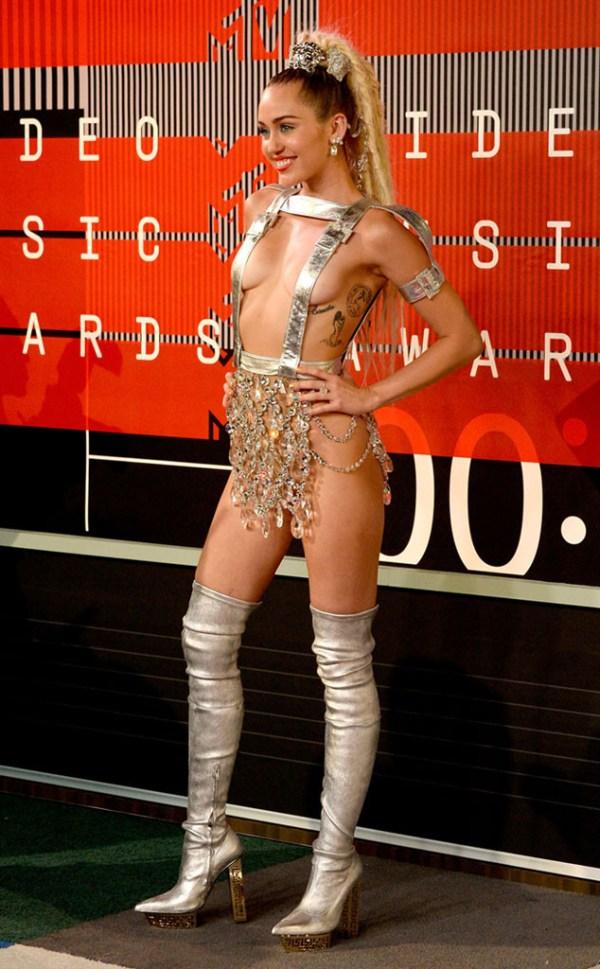 look Miley Cyrus VMA 2015