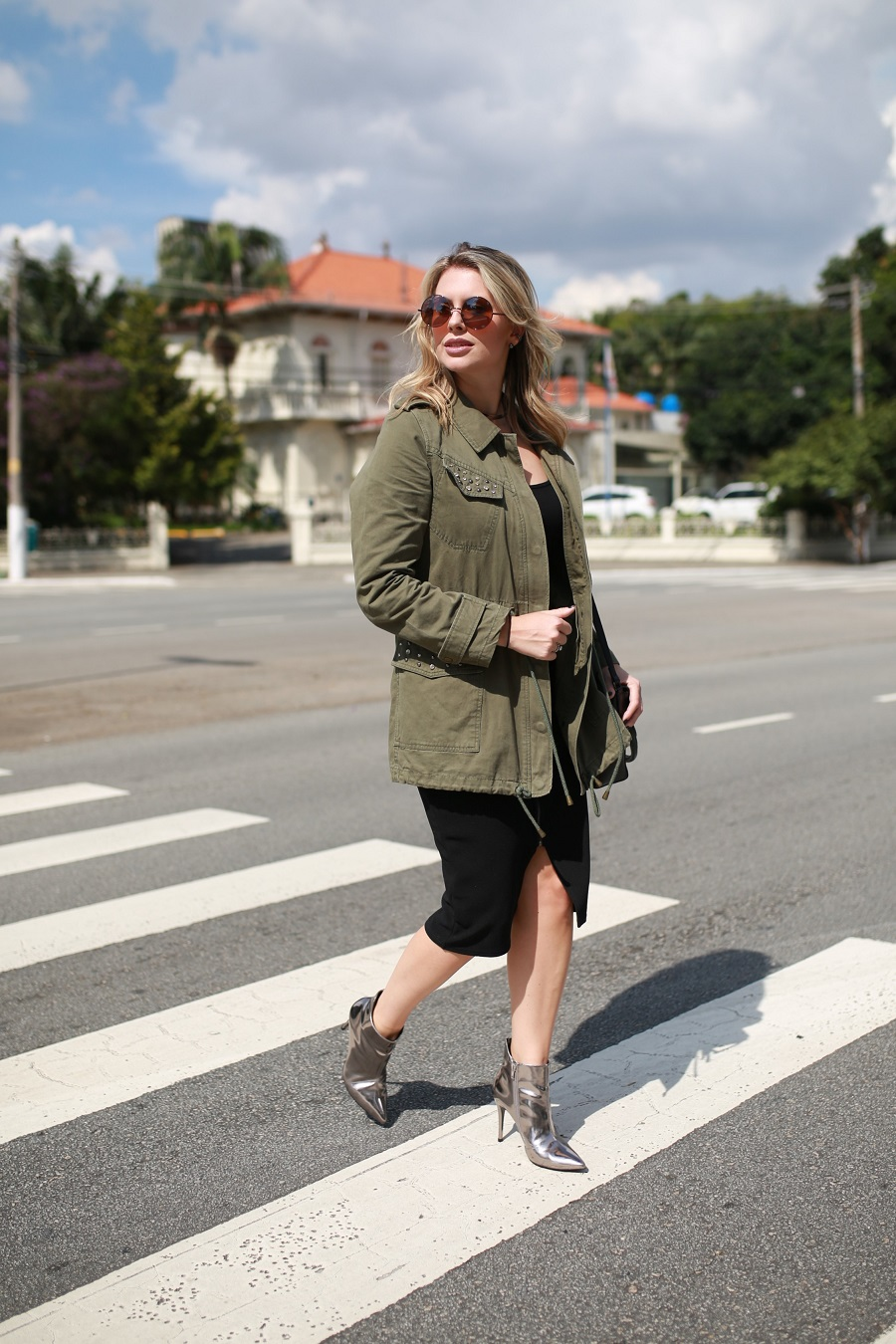 Look do dia Mix da Mel Campo parka militar + bota metalizada (1)