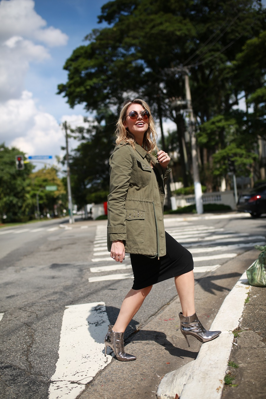 Look do dia Mix da Mel Campo parka militar + bota metalizada (3)