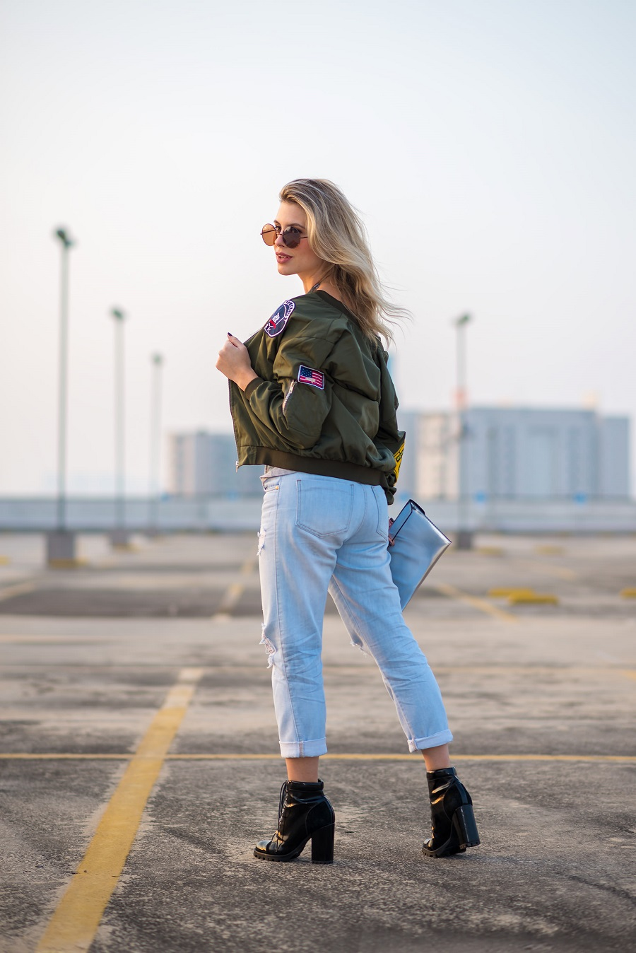 look do dia da Mel Campo jaqueta bomber com patches (3)