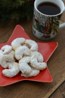 walnut_crescents_1