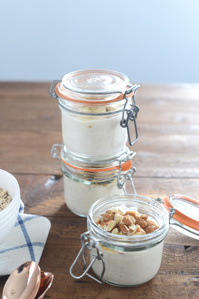 A healthy on-the-go breakfast recipe for overnight oats. Great to make at the start of the week!