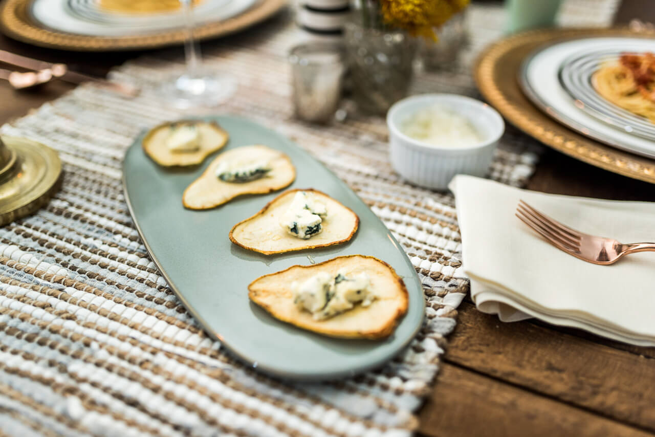 pear slices with blue cheese