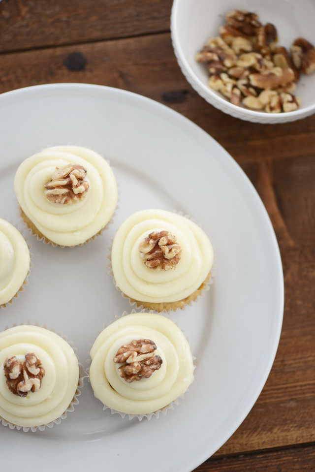 an easy cupcake recipe to make with cream cheese frosting