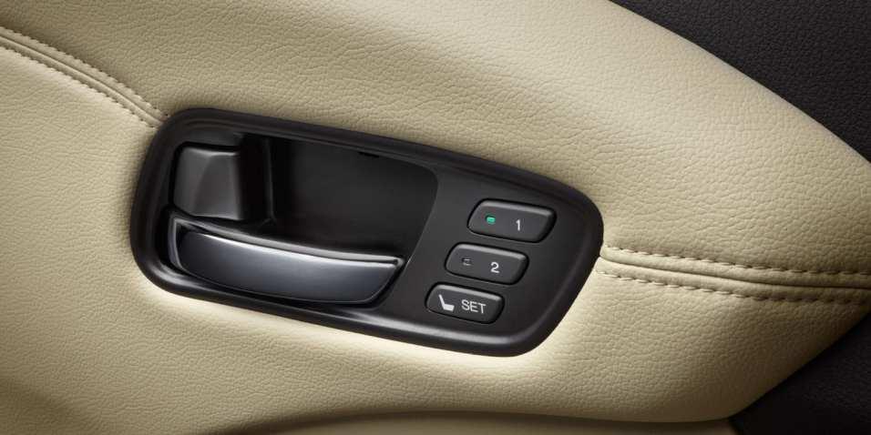 2013-rdx-interior-with-parchment-interior-drivers-door-handle