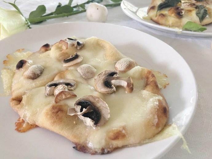 Diner en blanc Ottawa Fashion Blog White dinner menu idea naan pizza and mushroom 3