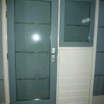 Deurkozijn met deur en zijlicht