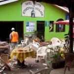 مطعم وقعت فيه تفجيرات أثناء مشاهدة مرتاديه لمباراة كرة قدم في كمبالا بأوغندا - صورة من أرشيف رويترز