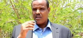 وزير الدولة بوزارة الإعلام في بونت لاند لمركز مقديشو: اللغة الصومالية في خطر وإعلامنا يفتقر إلى الرؤية