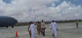 بالصور…قطر ترسل طائرة محملة بالأدوية والمستلزمات الطبية إلى مقديشو