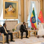 ABU DHABI, UNITED ARAB EMIRATES - July 24, 2018: HH Sheikh Mohamed bin Zayed Al Nahyan Crown Prince of Abu Dhabi Deputy Supreme Commander of the UAE Armed Forces (R), meets with HE Dr Abiy Ahmed, Prime Minister of Ethiopia (L) and HE Isaias Afwerki, President of Eritrea (C), during a reception at the Presidential Palace.   ( Mohamed Al Hammadi / Crown Prince Court - Abu Dhabi ) ---