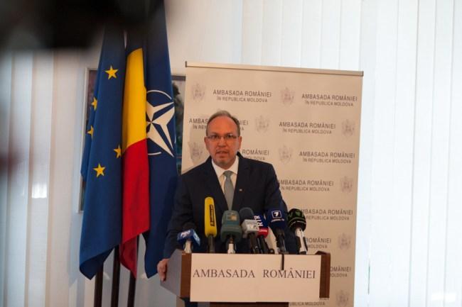 Daniel Ioniță a explicat cum pot vota românii din Republica Moldova. FOTO: Sandu Tarlev