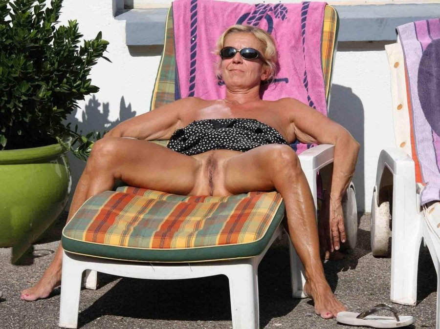 older amateur nude sunbathing spread